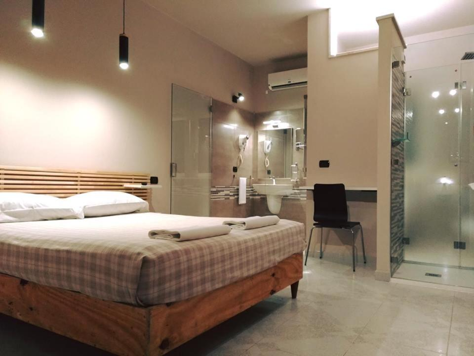 A bed or beds in a room at Hotel Villa Pirotta