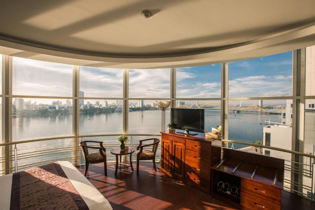 Phòng Luxury Có Giường Cỡ King Nhìn Ra Sông Hàn