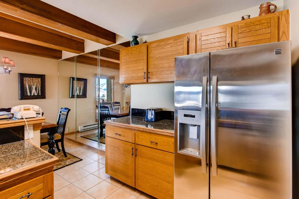 Open Floor Plan & Updated Kitchen Condo