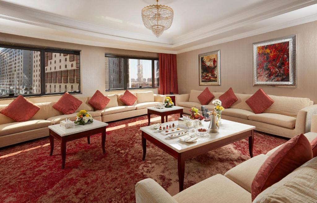 Area tempat duduk di Frontel Al Harithia Hotel