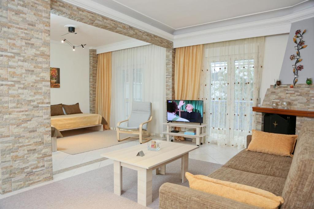 A seating area at Panorama View Apartment