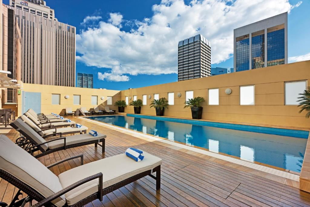 The swimming pool at or close to Swissôtel Sydney