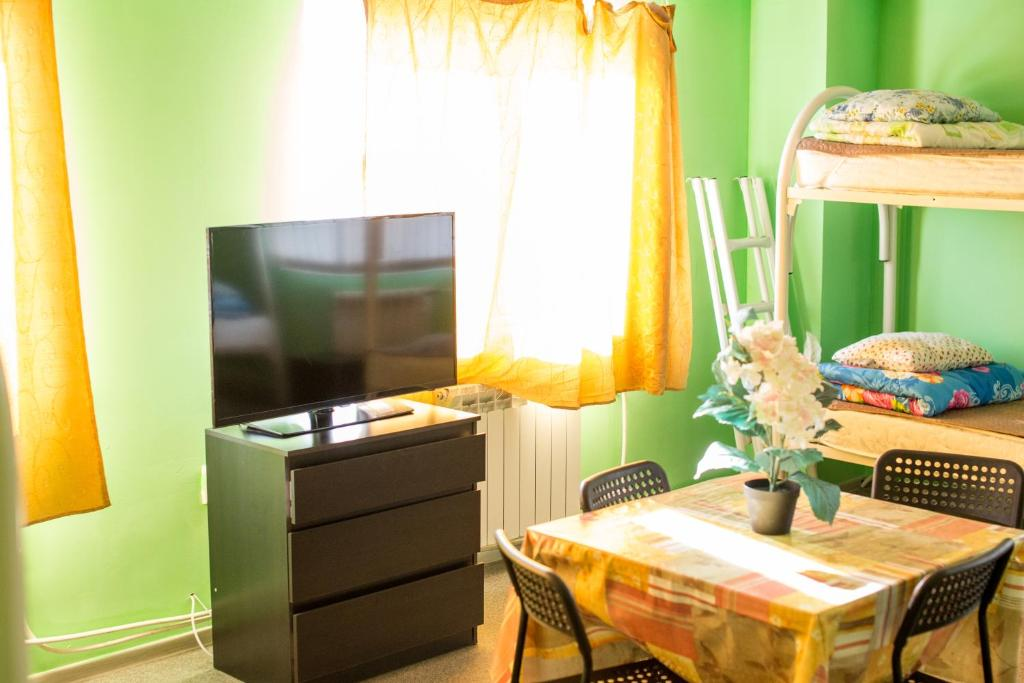 A television and/or entertainment center at Hostel Tranzit