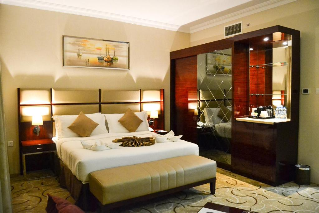 A bed or beds in a room at Al Salam Grand Hotel