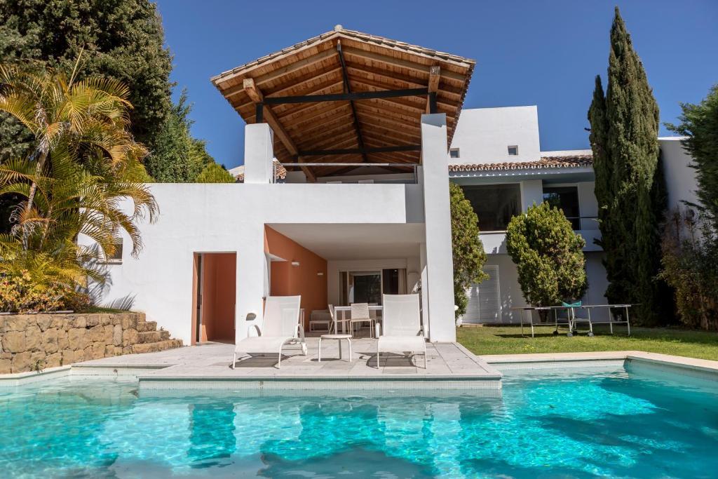 VILLA ALOHA GOLF, Marbella, Spain - Booking.com