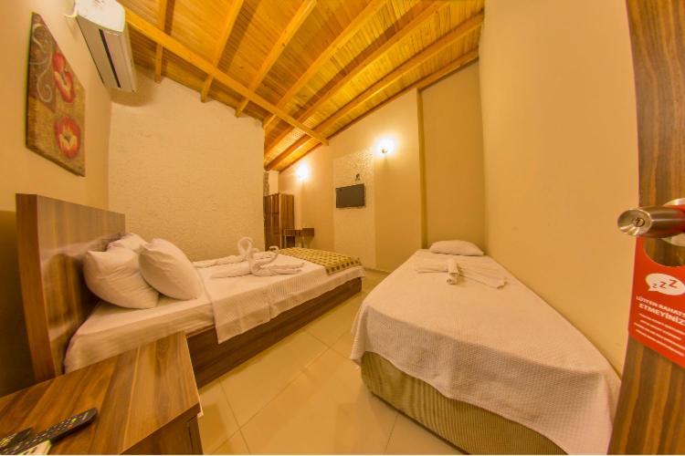 Ados Hotel