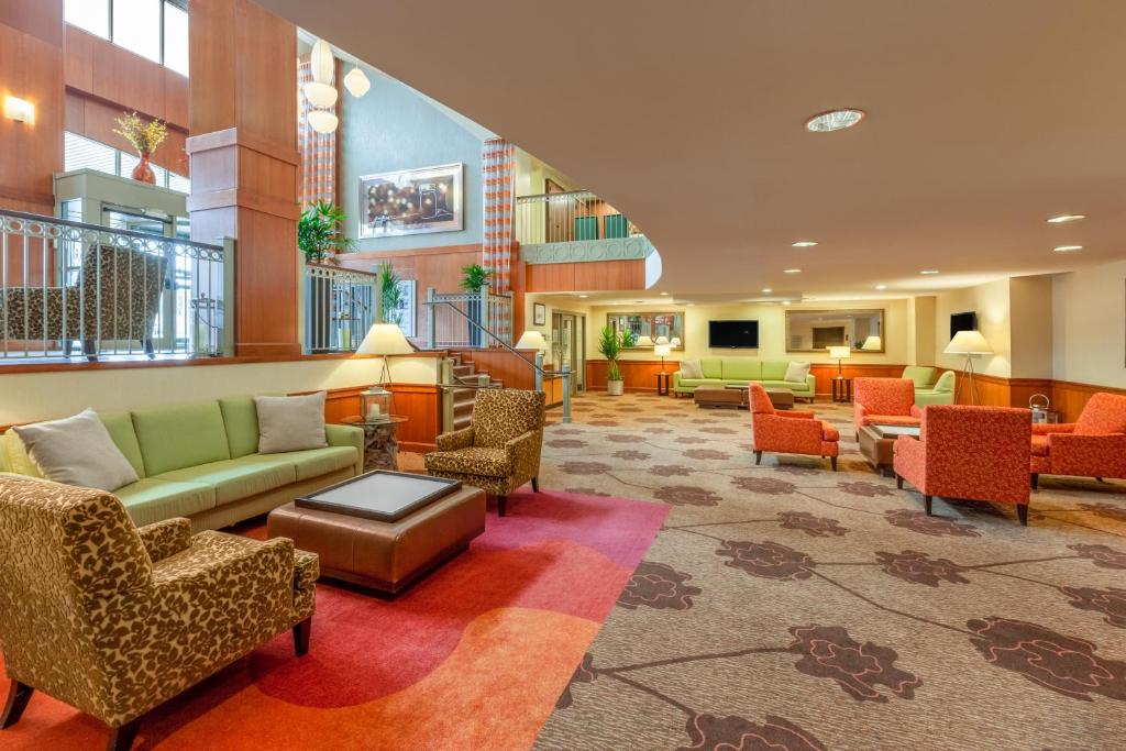 The lobby or reception area at Hilton Garden Inn Pittsburgh University Place