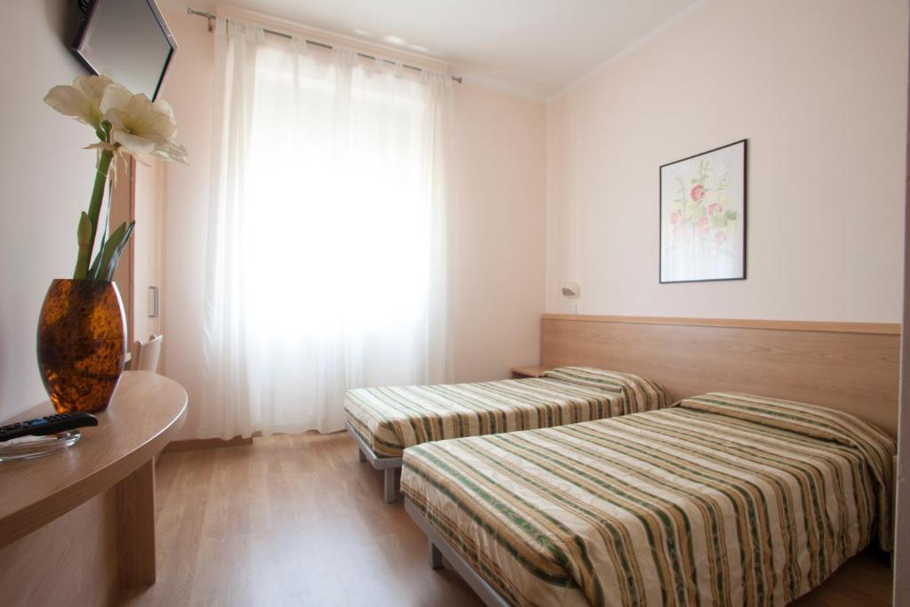 A bed or beds in a room at Hotel Cecco