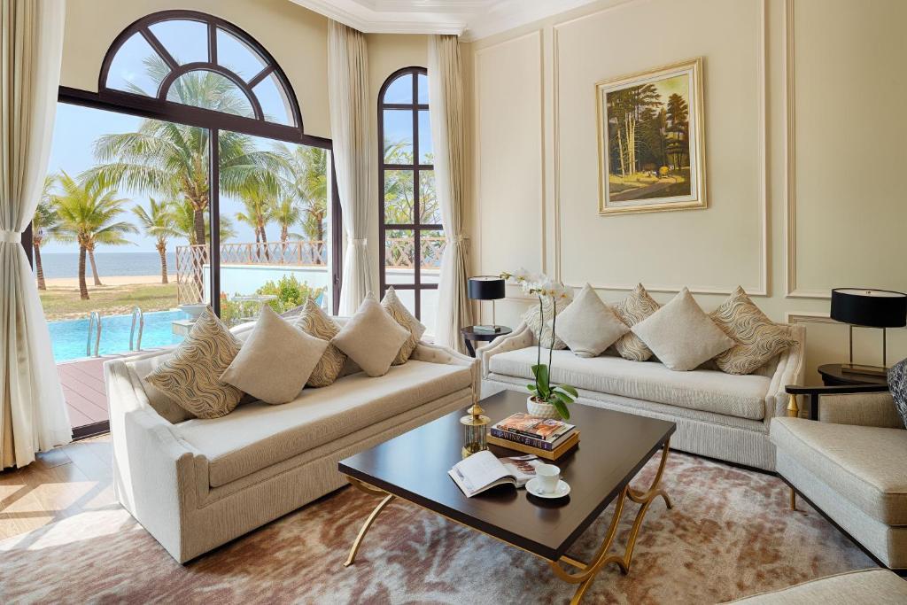 Biệt Thự 3 Phòng Ngủ Nhìn Ra Biển Có Hồ Bơi Riêng - Chỉ Bao Bữa Sáng