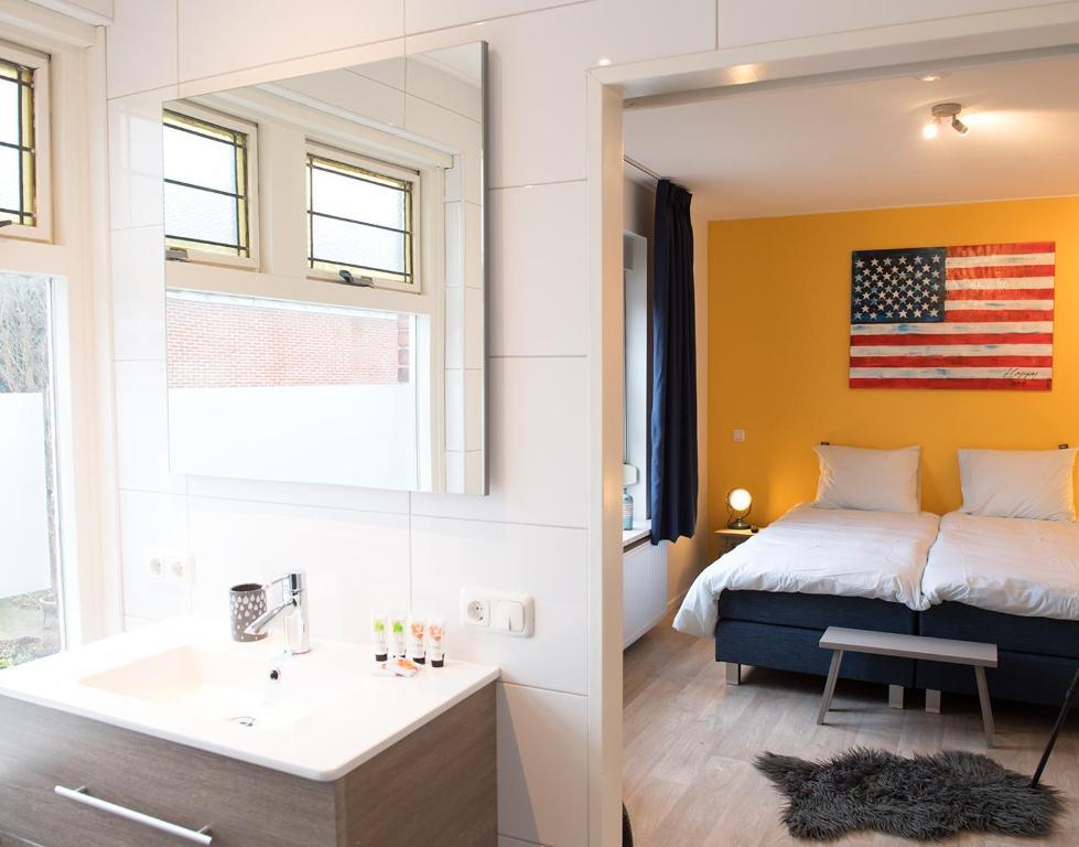 A bathroom at Shortstay Bilderdijk