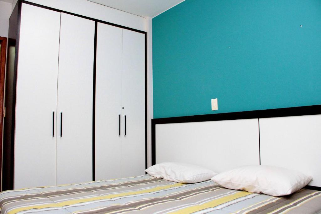 A bed or beds in a room at Apto 124 p/ 4 Pessoas com Piscinas e Rio de águas quentes