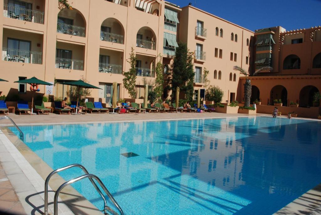 المسبح في Alhambra Thalasso أو بالجوار
