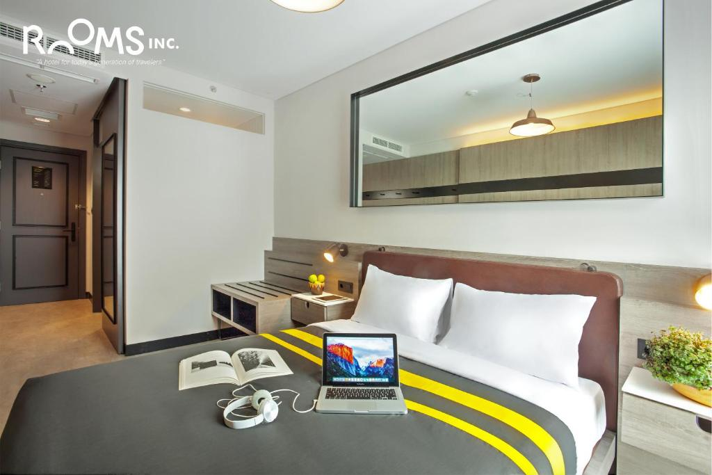 A seating area at Rooms Inc Hotel Pemuda