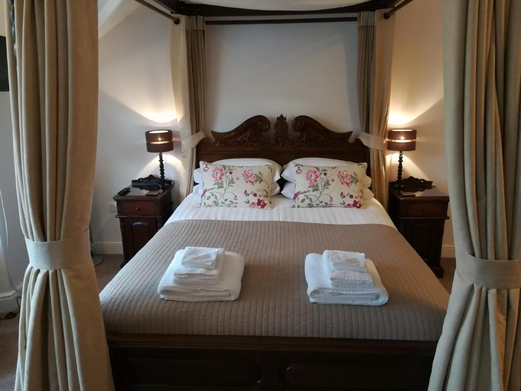 A bed or beds in a room at Aberconwy House B&B