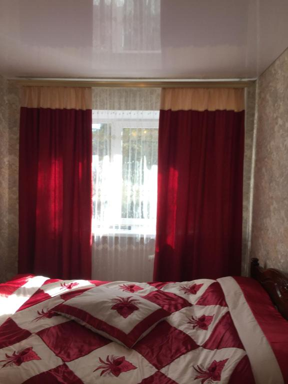 A bed or beds in a room at Квартира на Героев-Медиков