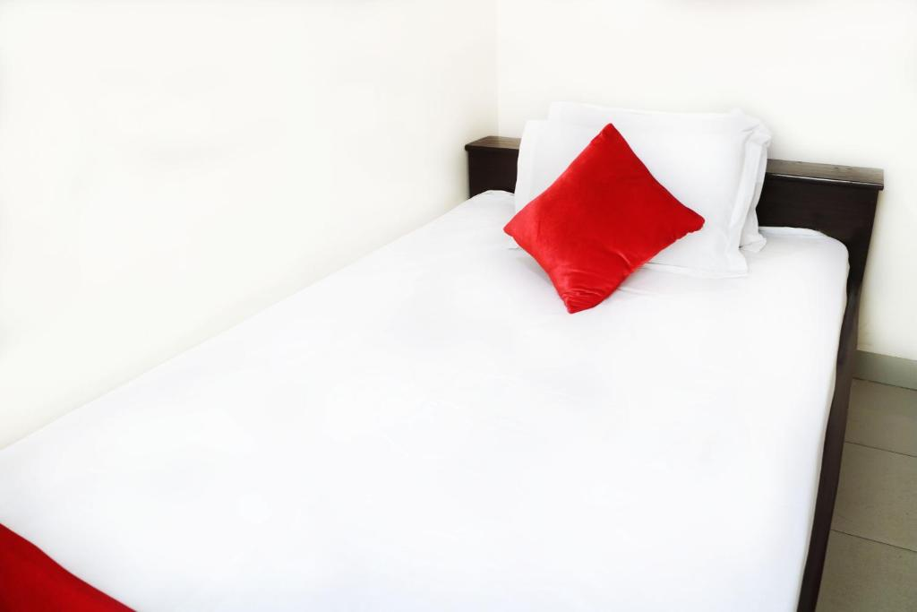 A bed or beds in a room at Hotel The Sylhet Int.