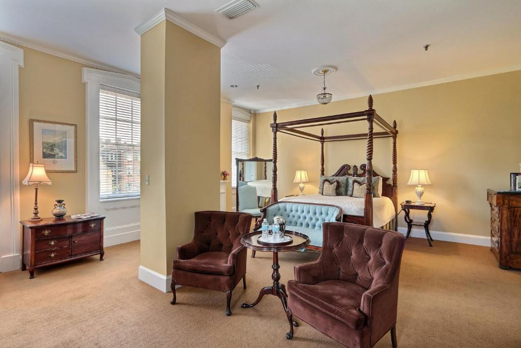 A seating area at The Presidents' Quarters Inn