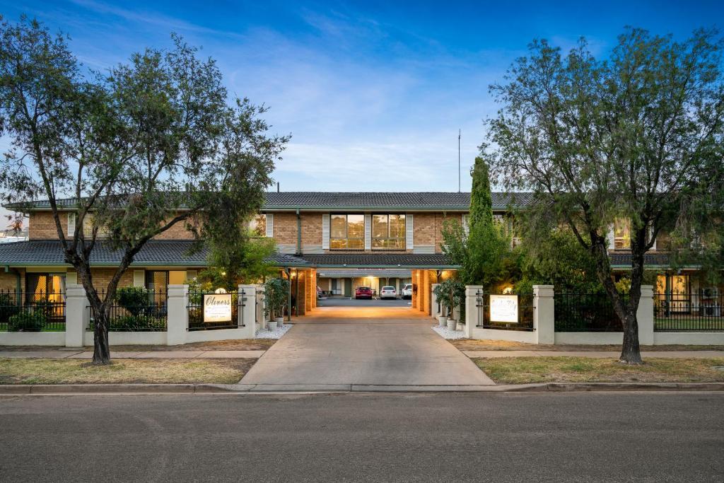 Incredible Garden City Motor Inn Wagga Wagga Australia Booking Com Machost Co Dining Chair Design Ideas Machostcouk