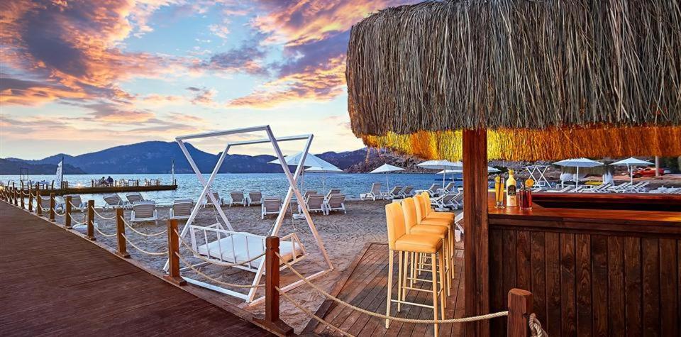 Admiral Beach Hotel