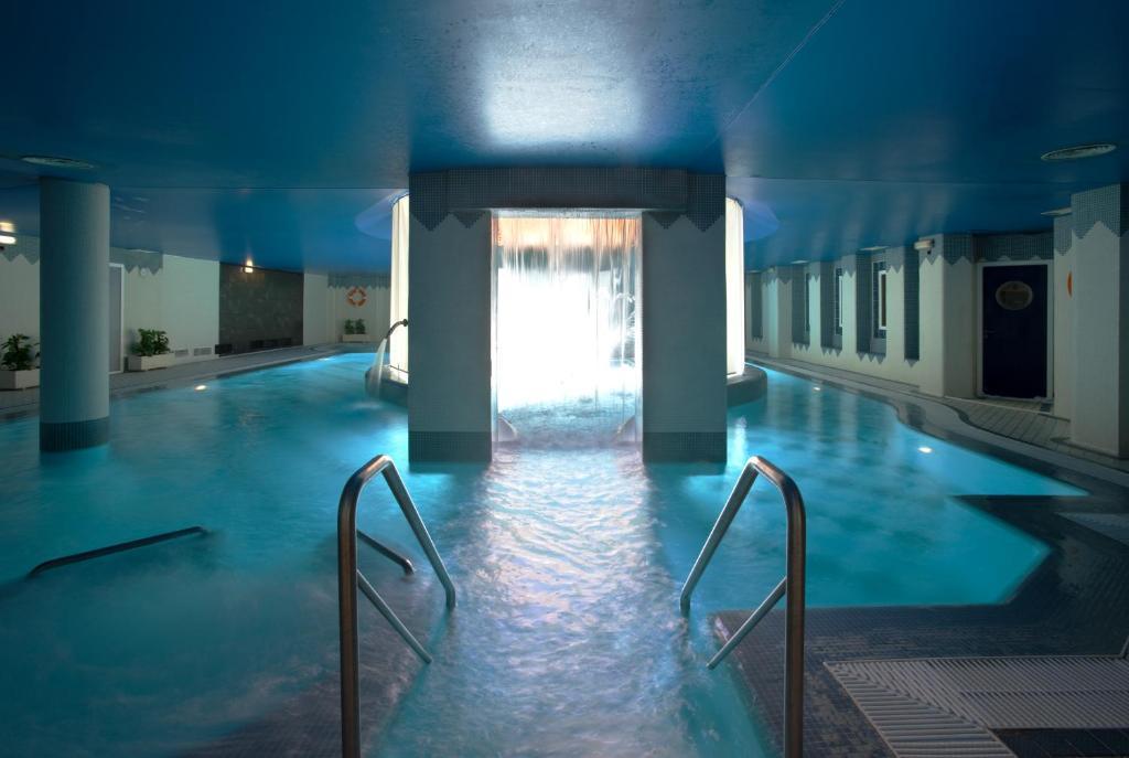 The swimming pool at or close to Hotel SPA TermaEuropa Balneario Arnedillo
