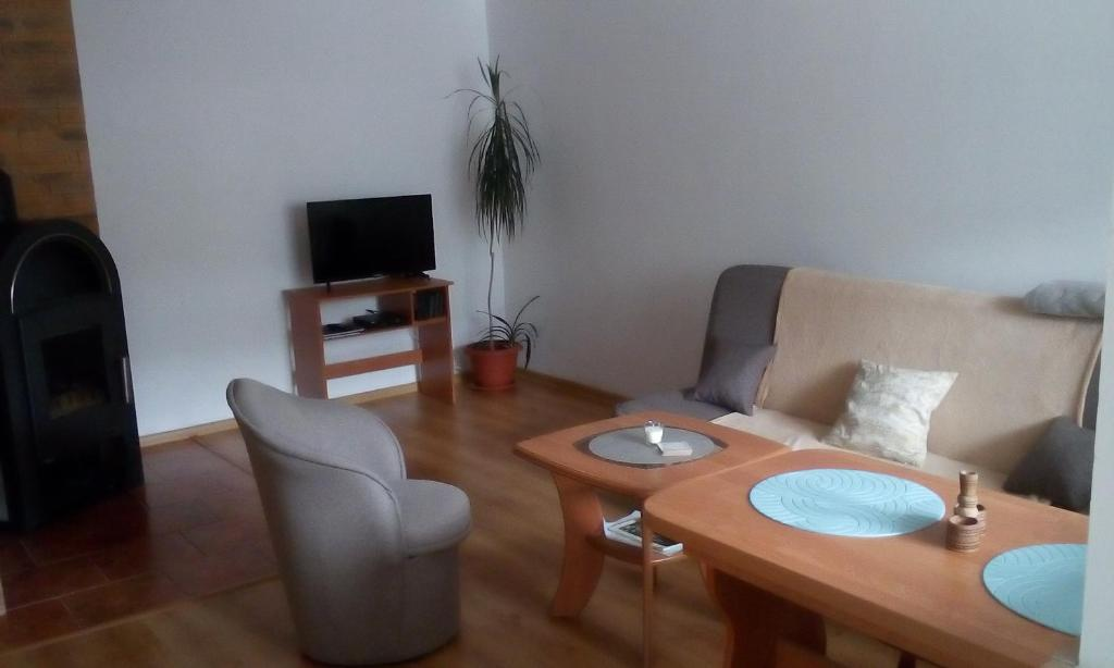 A seating area at Apartmány Banský Studenec