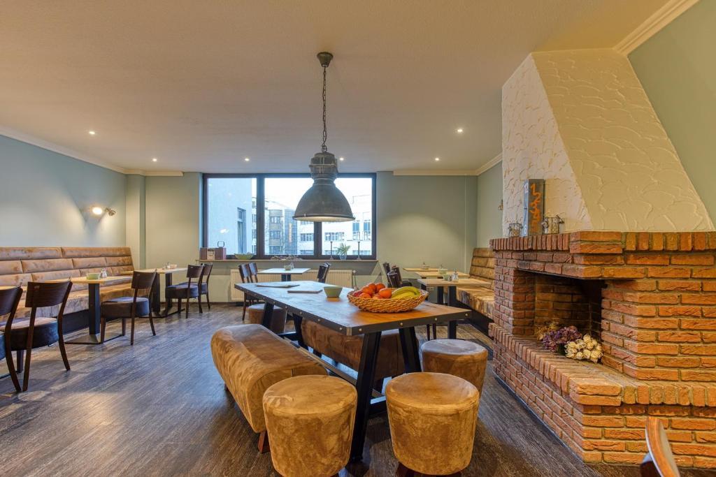 Ein Restaurant oder anderes Speiselokal in der Unterkunft Hotel Carlton