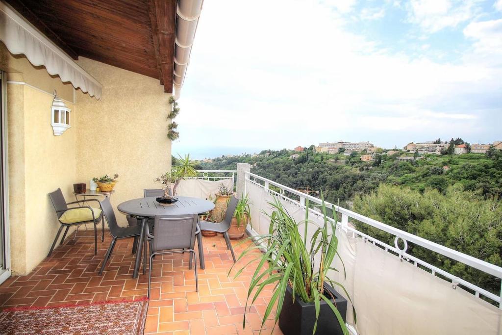 Un balcón o terraza de Beau 4 pièces Nice : vue mer