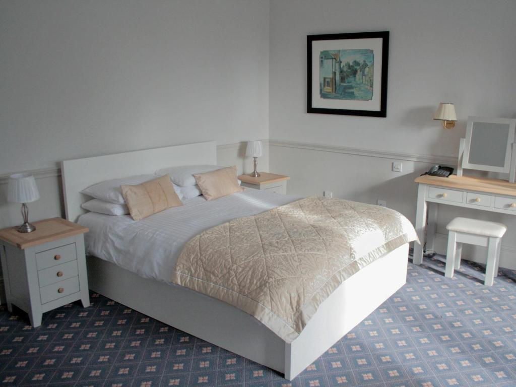 A bed or beds in a room at The Woodside Hotel