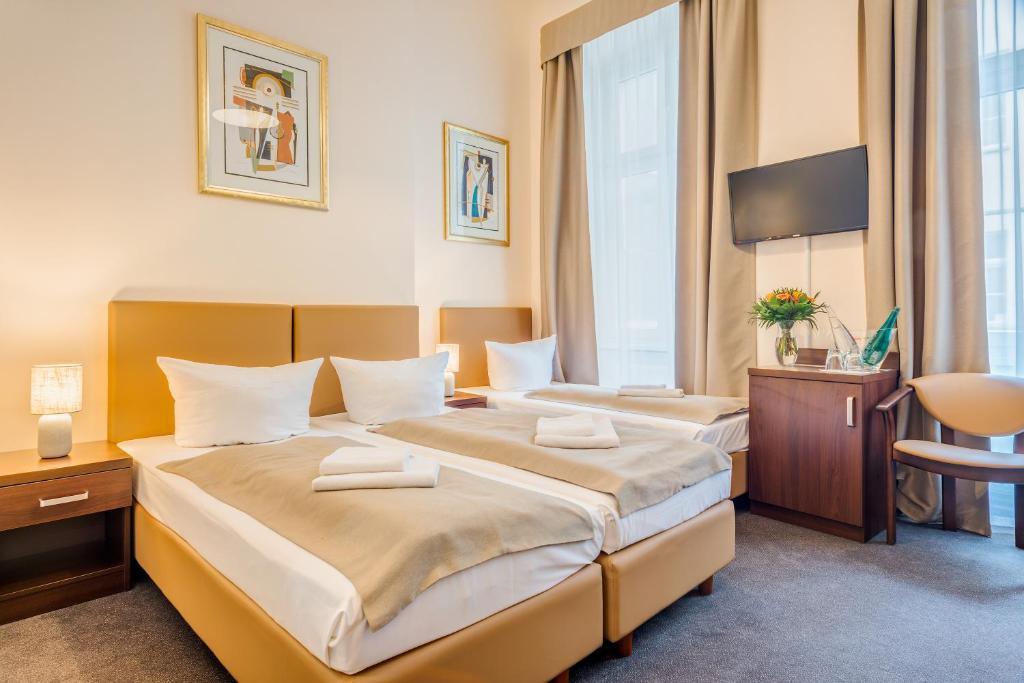A bed or beds in a room at Upper Room Hotel Kurfürstendamm