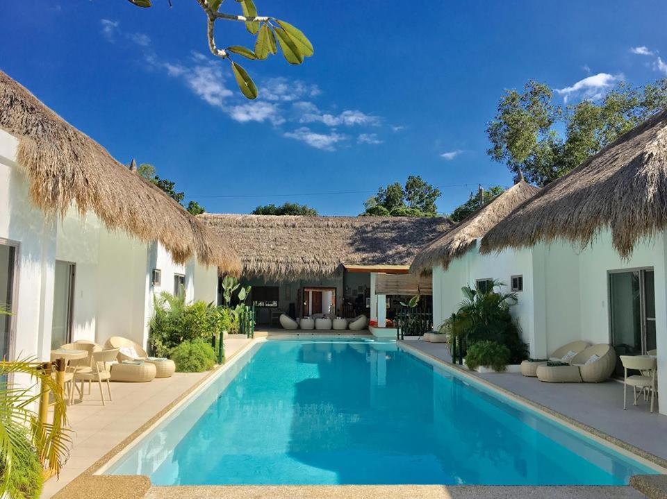 奧那海明珠度假村游泳池或附近泳池