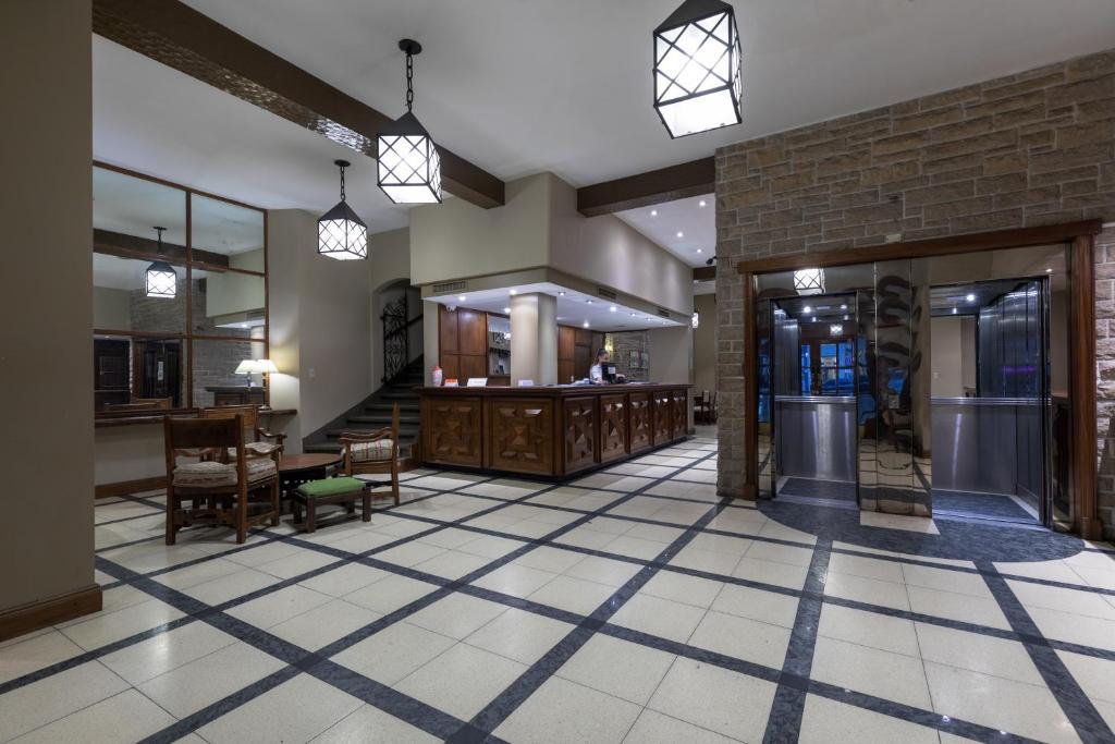 The lobby or reception area at Hotel Rivoli