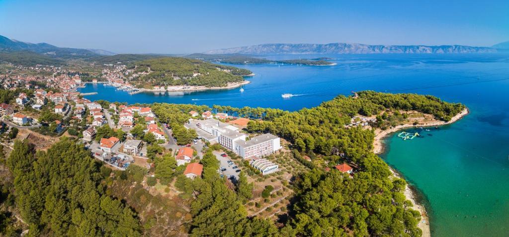 Pohľad z vtáčej perspektívy na ubytovanie Adriatiq Hotel Hvar - All Inclusive