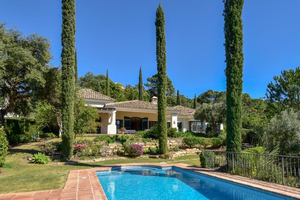 Luxury holiday villa with private pool in La Zagaleta Golf ...
