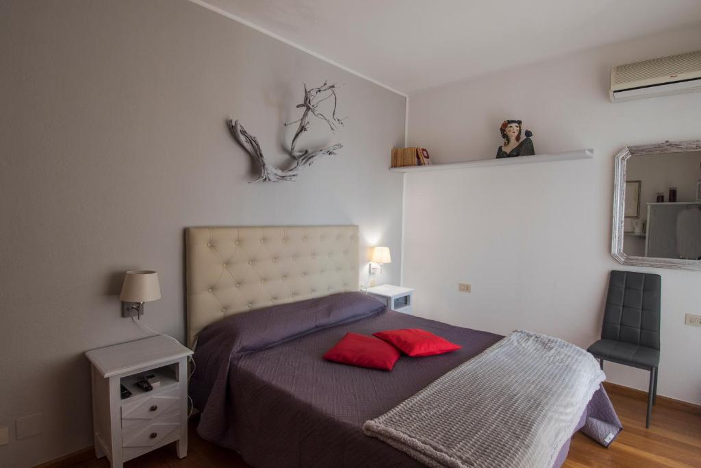 A bed or beds in a room at La Chicca di Francesca