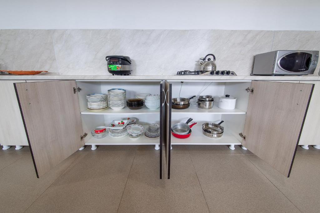 A kitchen or kitchenette at Guest House Aura