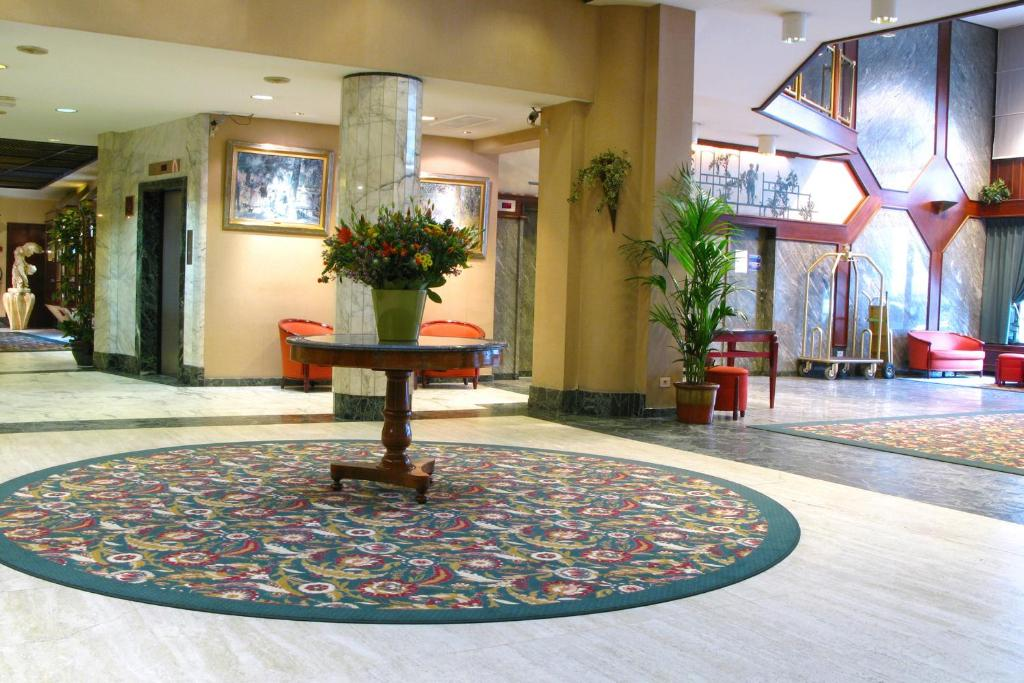 The lobby or reception area at Bedford Hotel & Congress Centre