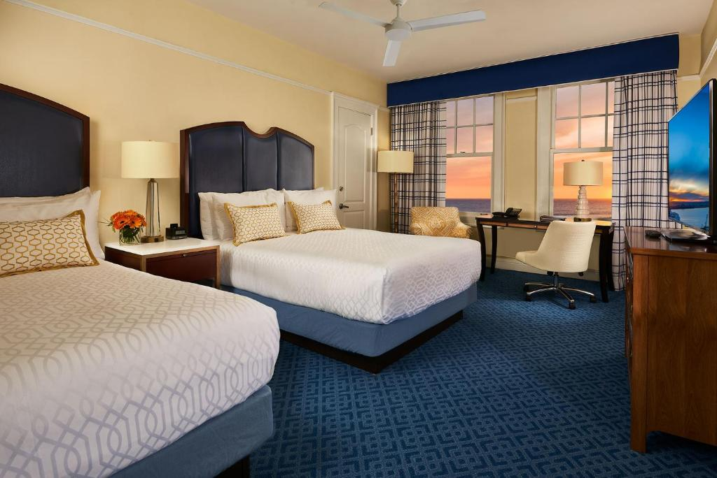 A bed or beds in a room at Grande Colonial La Jolla