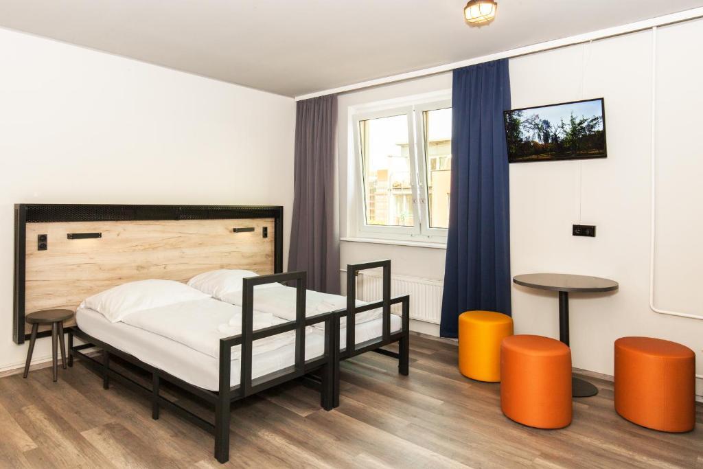 Ein Bett oder Betten in einem Zimmer der Unterkunft a&o Berlin Hauptbahnhof