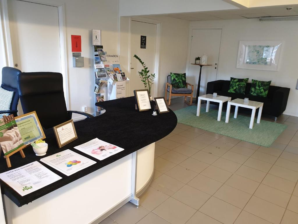 The lobby or reception area at Le Mat B&B Åkersberga