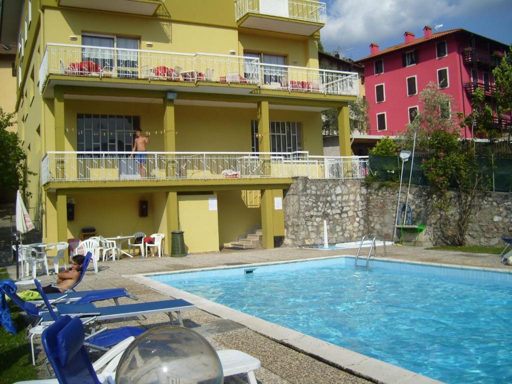 The swimming pool at or near Albergo Drena