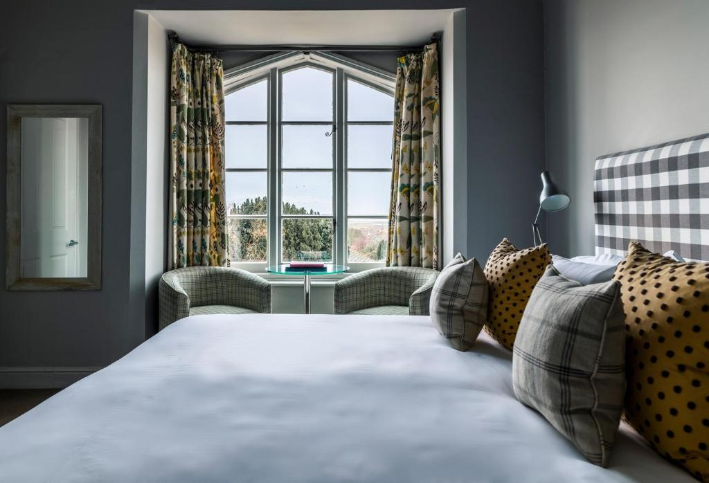 A bed or beds in a room at Crown and Castle