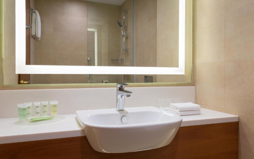 Ванная комната в Отель Кортъярд Марриотт Москва Центр