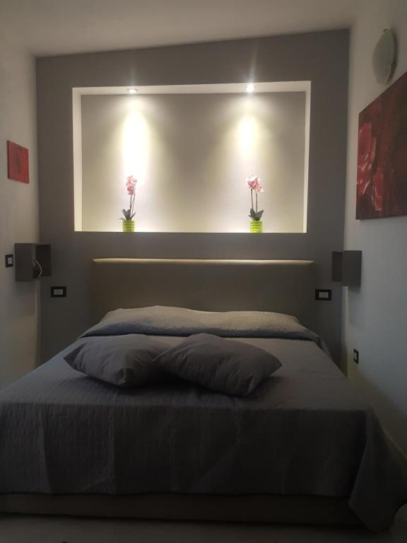 A bed or beds in a room at Salva House
