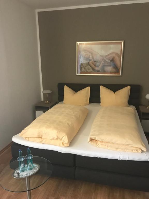 Ein Bett oder Betten in einem Zimmer der Unterkunft Hotel-Wulf
