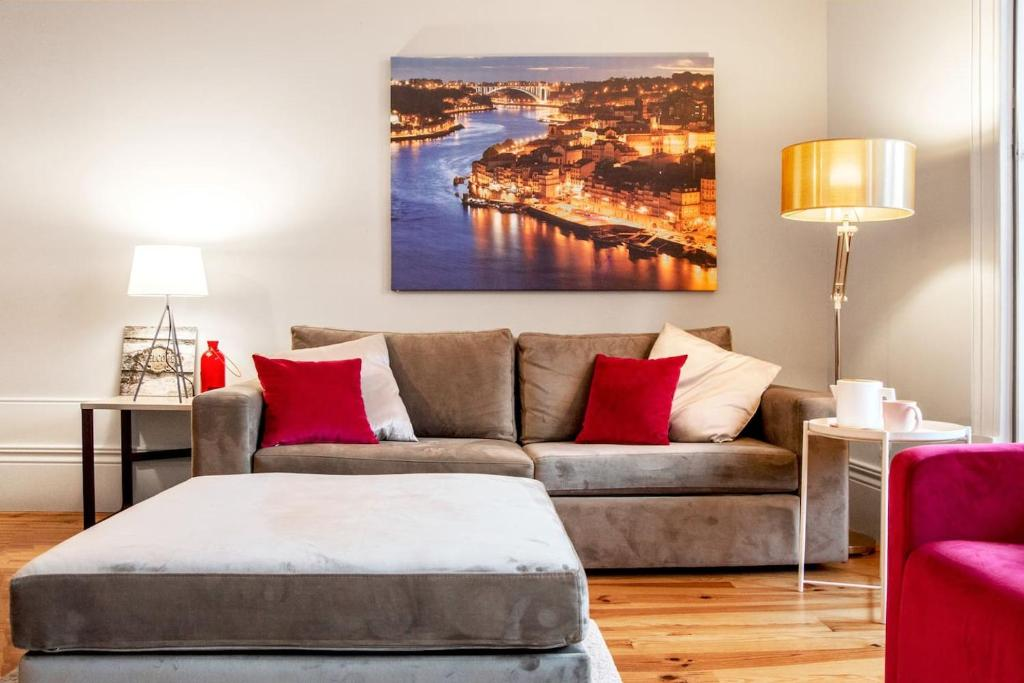A bed or beds in a room at Oporto Square with balcony Apartment
