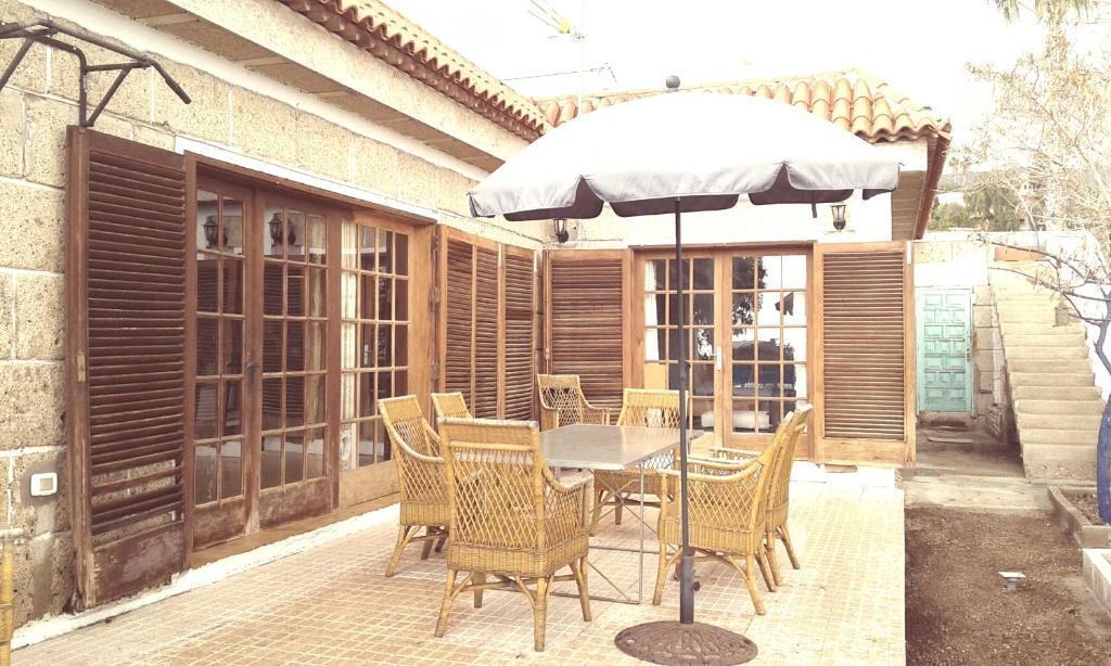 Casa Familiar Con Terrazas Jardin Y Piscina En La Camella