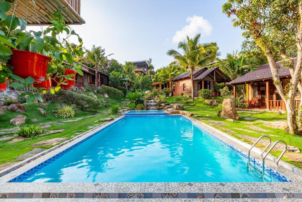 OYO 164 Mely Wow Resort 내부 또는 인근 수영장