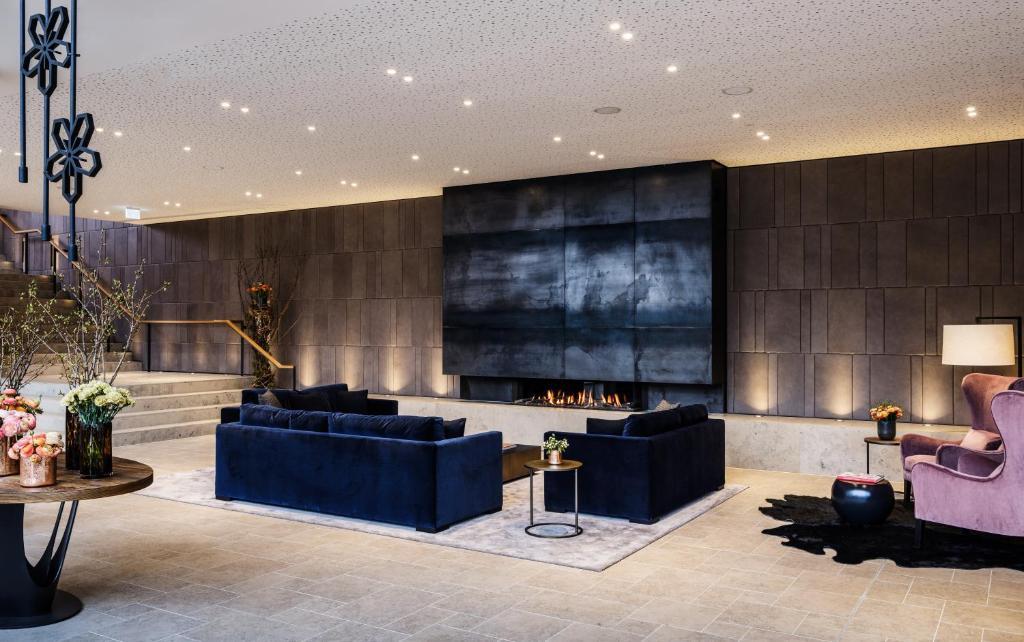 Lobby/Rezeption in der Unterkunft AMERON Neuschwanstein Alpsee Resort & Spa
