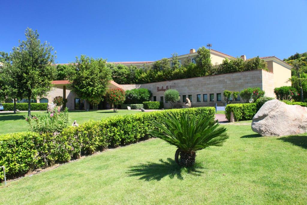 A garden outside Geovillage Sport & Wellness Resort
