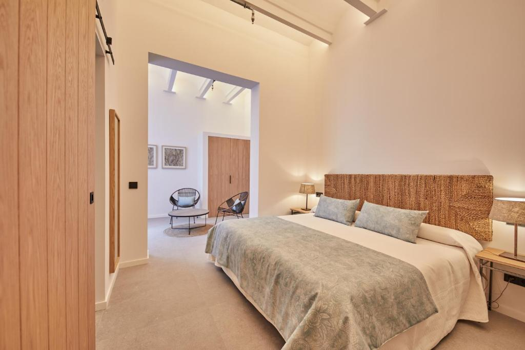 A bed or beds in a room at Ca n'Alexandre-Turismo de Interior